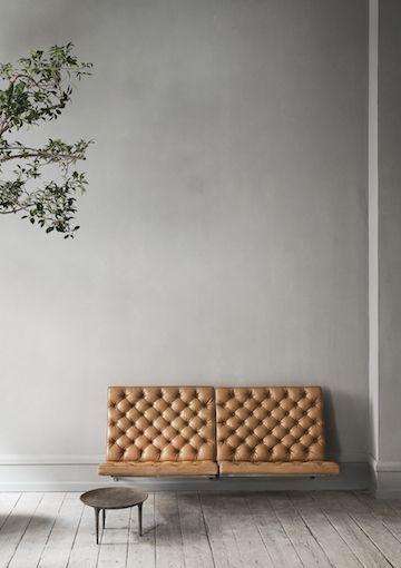 Những chiếc Sofa Minimalism thường có đường nét gọn gàng và cơ bản. Khởi nguồn từ những hình học cơ bản như hình tròn, hình vuông, hình chữ nhật… Sofa Minimalism cách tân chúng, co kéo các khoảng tỷ lệ, các góc bo… để chúng trông hiện đại hơn.