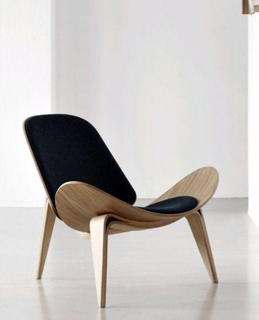 Một chiếc ghế nổi tiếng của KTS Hans Wenger. Thiết kế vượt thời gian của ông cho tới nay vẫn được sử dụng vô cùng rộng rãi.