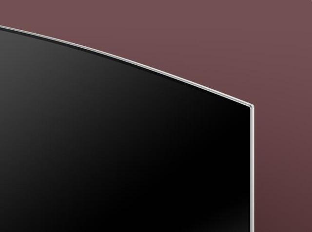 Thiết kế mảnh mai với viền màn hình cực mỏng (chỉ khoảng 1cm). Nhìn từ xa, viền màn hình như biến mất khỏi ánh mắt của bạn, chỉ hiển thị màn hình tràn rộng như một cánh diều. Điều này giúp chất lượng hình ảnh được cải thiện rõ nét, hình ảnh như tràn khắp màn hình và trông TV QLED giống một bức tranh chuyển động hơn là một thiết bị điện tử cao cấp.