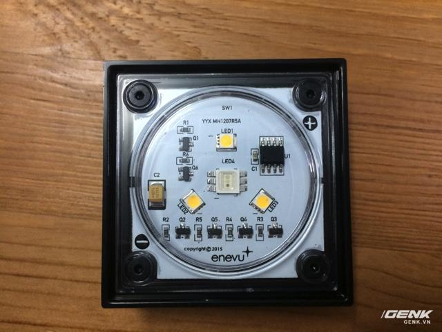 Cận cảnh module LED với 3 bóng đèn.