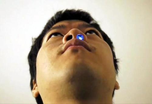Hình ảnh Gắn đèn LED cảm biến hơi thở trong hốc mũi số 1
