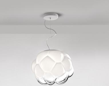 Những đèn Led nhưu thế này vỏ ngoài làm bằng thủy tinh, trong là bóng Led, có thể ốp sát trần hoặc cách điệu rủ xuống như một bông sen