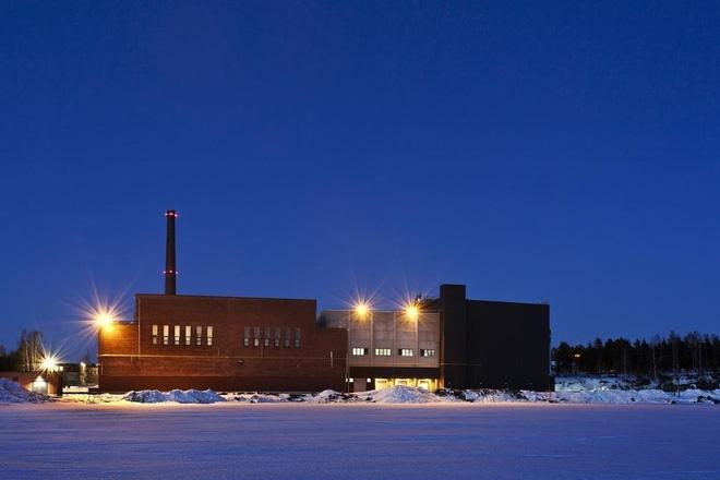 Tòa nhà kết hợp với nước biển ấm từ bộ trao đổi khí nóng với nước lạnh lấy từ vùng vịnh giúp làm giảm tác động tới môi trường. Ảnh: Google