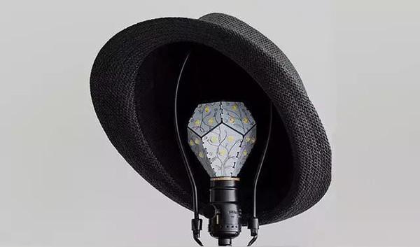 Bóng đèn mới tiết kiệm điên tới 80% so với bóng đèn thông thường, cắm ổ nào cũng được