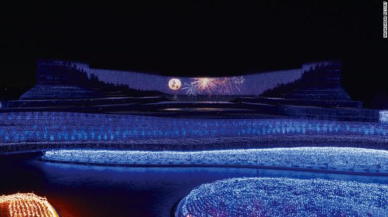 Lễ hội ánh sáng mùa đông rực rõ với 8 triệu bóng bóng đèn LED ở Nhật Bản