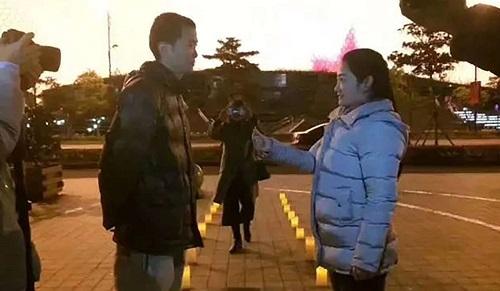 Cái kết đầy bất ngờ của cô gái thuê 900 chiếc taxi để chiếu đèn LED cầu hôn bạn trai